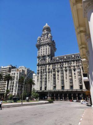 Dove dormire a Montevideo, Palazzo Salvo