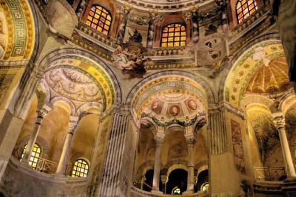 vista interna della cattedrale di Ravenna