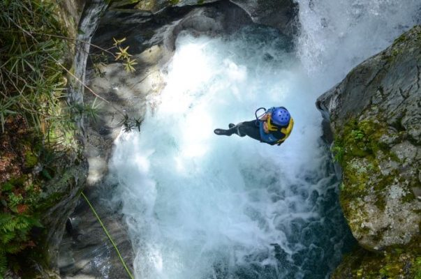 canyoning in un fiume