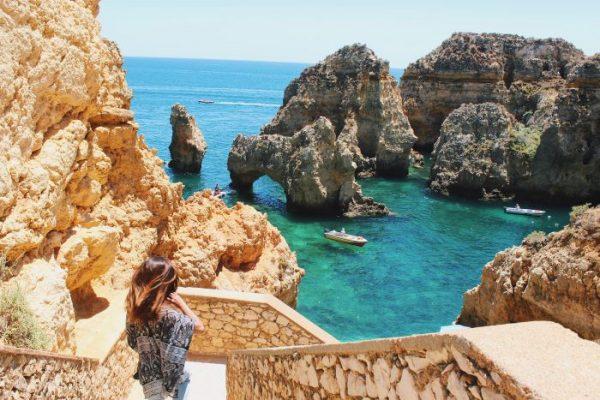 una vista delle scogliere in Algarve