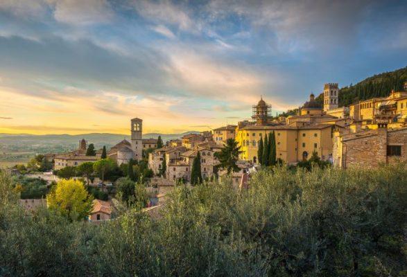 cosa vedere in Umbria, tramonto ad Assisi